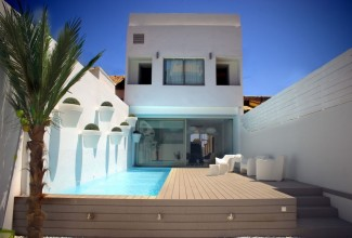 Villa of contemporary style on the beach of Valencia.