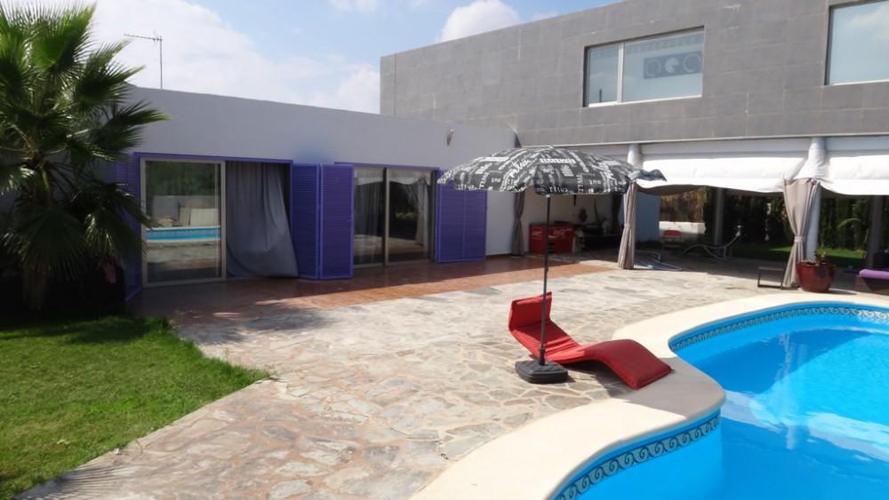 Villa moderna estilo Hi-tech en Valencia
