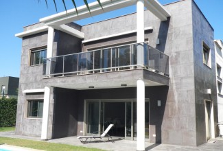 Villa in a luxury urbanization in Valencia ( El Bosque)