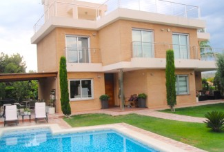 Villa for sale in a luxury residential complex in Valencia (Alfinach)