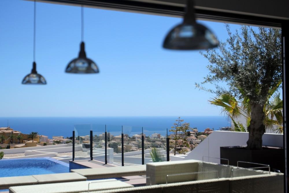Новая вилла класса люкс в Кумбре дель Соль (Аликанте)