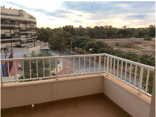 Apartamento en la playa de Canet de Berenguer (Valencia).