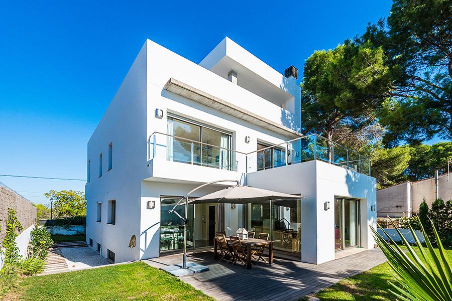 Villa de estilo moderno en Campolivar (Valencia).
