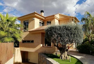 Fantastic detached villa located in the best area of Campolivar.