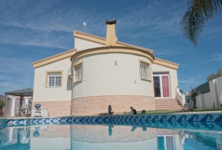 Beautiful villa in the suburbs of Valencia (Pobla De Vallbona).