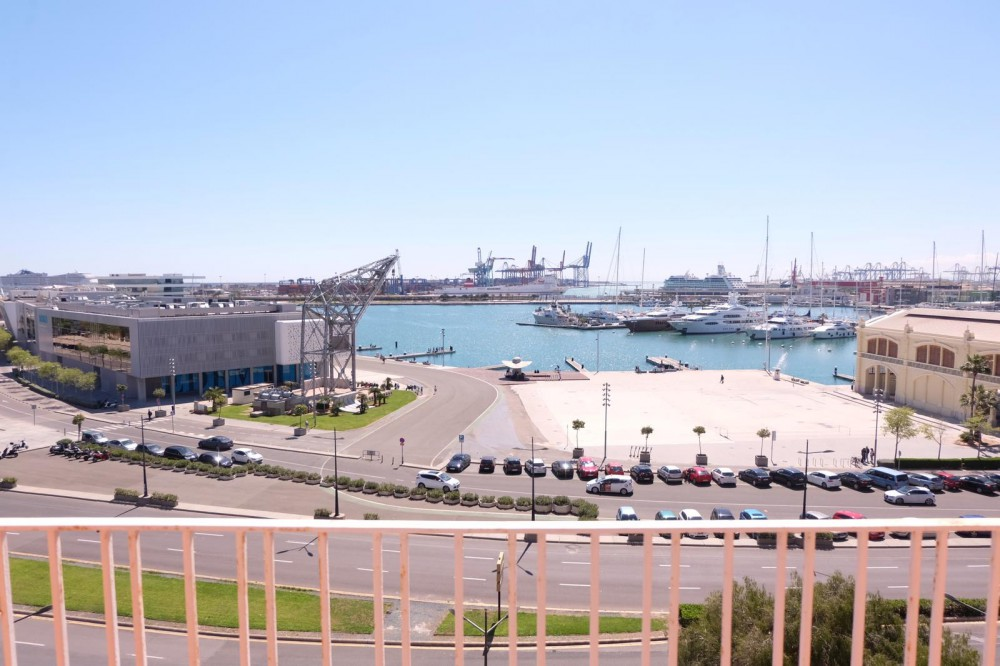 Ático con vistas al puerto de Valencia.